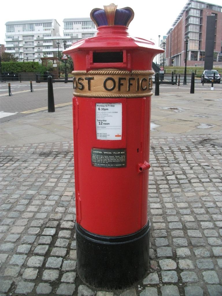 Liverpool 'Special' post box L3 13 July 2013 (1)